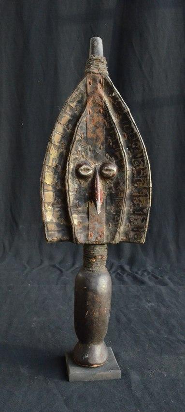 Mahnogwe relikviář